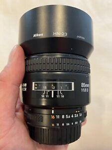 Excellent Nikon AF NIKKOR 85mm f/1.8 D Lens Caps Hood (#8562)