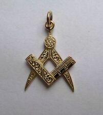Collares y colgantes de joyería de oro amarillo, símbolos