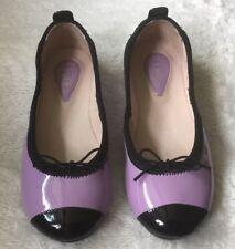Bloch Girls Flats: Size 10.5 (EUR 28)