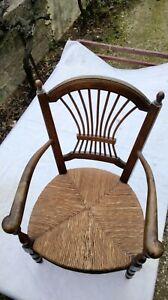 Fauteuil bois ancien d'enfant de style provençal paillé
