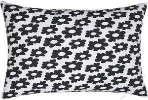 "White / Black Wildflower throw pillow cover/cushion cover / cotton / 12x18"""
