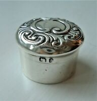 RARE VICTORIAN TOOTH FAIRY BOX. HALLMARKED 1900. ANTIQUE SOLID STERLING SILVER.