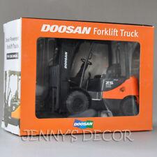 1:24 Diecast Truck Model Toy Doosan 25 Forklift Vehicle Miniature Replica