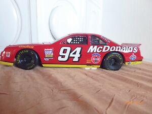 ERTL American Muscle Bill Elliott #94 McDonalds Thunderbird 1995 Rot 1:18(O1377)