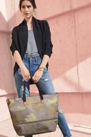 NEW Stella&Dot Women Handbags for Women Daytripper - CAMO