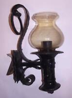 Antico lampione applique ferro battuto legno stile Medioevo ampolla ambrata