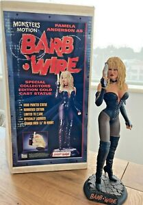 """DARK HORSE - BARB WIRE, 15"""" TALL, nº397 of 2500, HAND PAINTED, PAMELA ANDERSON"""
