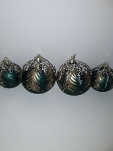 Luxury  glass christmas tree baubles x 4
