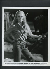 ANN-MARGRET WITH A RIFLE - 1973 THE TRAIN ROBBERS