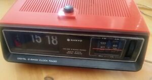 Sanyo Klappzahlen Wecker / Radio - AM / FM - Orange - 70er - Vintage - Defekt