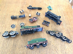 OO Gauge JOB LOT - TWO LOCO CHASSIS WITH MOTORS, TWO LOCO BODIES, TENDER & PARTS