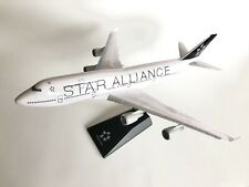 1:200 scale Star Alliance Boeing B747-400 snap together plastic model