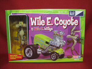 Wile E Coyote and Wile E Willys Rod + Figure MPC Snap Model Kit 719 Looney Tunes