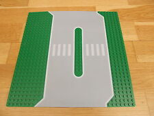Lego 32 x 32 Green Baseboard Plate Service Station Lines & Crossing 309px1