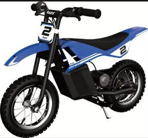 Kids Electric Dirt Bike Ride On Toy Razor Dirt Rocket MX125 Ages 7+ Blue Black