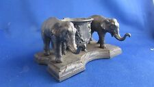 ancien  encrier regule epoque 19 eme a decor d elephants