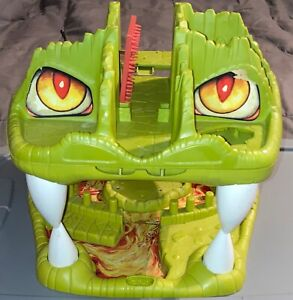 1983 LJN Advanced Dungeons & Dragons-FORTRESS OF FANGS play set-basic structure