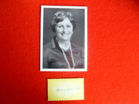 LADY FLO BJELKE PETERSEN   HANDSIGNED  CARD &  PHOTOTOGRAPH 7X5 INCH