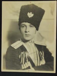 RUDOLPH VALENTINO (1895-1926) STAMPED SIGNATURE 6 1/2 x 8 1/2 PHOTO~