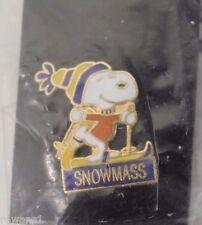 SNOWMASS SNOOPY PEANUTS BLUE/YELLOW HAT SKI SKIING LABEL PIN COLORADO RESORT