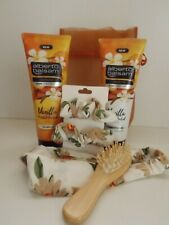 Ladies / Teen gift set - Vanilla Shampoo & Conditioner + hair bits - in gift bag