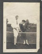 ORIGINAL VINTAGE PHOTOGRAPH OF YOUNG COUPLE POSING AT TENNIS NET W/ RACKS