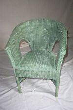 Muebles de color principal verde para zona de juegos