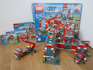 LEGO CITY 7945 LA CASERNE DE POMPIERS (BOITE + NOTICE)