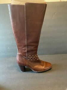 Clarks Artisan Boots Women Size 9 Brown Leather Rond Toe Knee High Comfort Tall