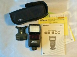 Nikon Speedlight SB-600 Camera Flash Unit, Pouch and AS-19 plate
