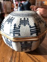 """Vintage Chinese Porcelain Blue and White Jar Bowl w/ Lid 6""""""""X5"""""""