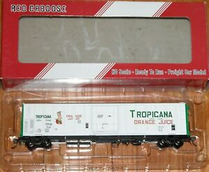 RED CABOOSE RR-34813-01 R-70-15 TROPICANA WHITE WITH GREEN ENDS & 1 FIGURE 1979