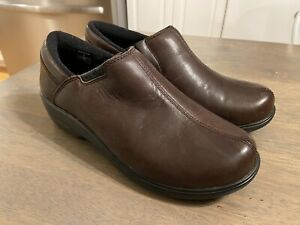 Crocs At Work Chelsea Dark Brown Leather Clogs Women's Size US 7 EUC