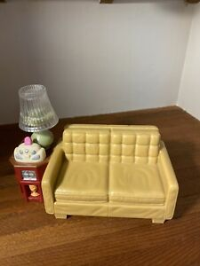 FISHER PRICE DOLLHOUSE COUCH ATTACHED END TABLE/LIGHT UP LAMP MUSICAL RADIO