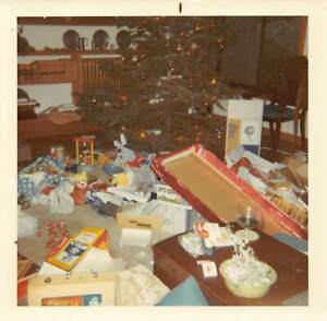 CHRISTMAS AFTERMATH - PRESENTS UNWRAPPED - TOYS - MOMS DRINK - VTG PHOTO 519