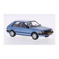 WHITEBOX WB209 Mazda 323 Berline avec hayon arrière bleu métallique échelle 1:43