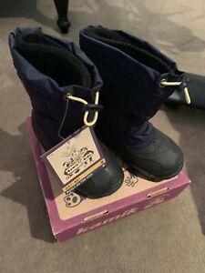 NIB Twins Kamik Navy size 8 Snow Shoes