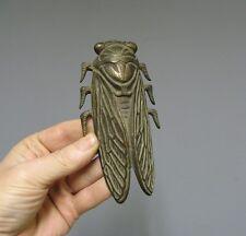 Mascotte Automobile de calandre de radiateur. Cigale en bronze, signée Blache.