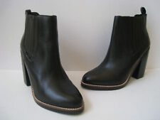 """FOREVER 21 BLACK LEATHER DOUBLE GORE ANKLE BOOT  4"""" HEELS US 8.5 HOT & SEXY"""
