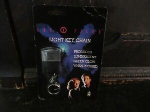 X-Files Fan Club Light up Key Chain NEW MINT ON CARD