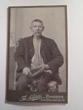 Pinneberg - sitzender alter Mann mit Mütze in der Hand - Portrait / CDV
