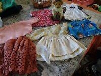 lot= garde/robe de poupées 20/25cm