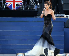 Cheryl Cole UNSIGNED photo - E1372 - Singing at the Diamond Jubilee concert