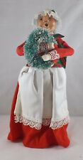 Byers' Choice The Carolers 1989 Mrs. Santa Holding Wreath - B13