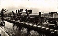 CPA  Cherbourg (Manche ) - En Gare Maritime -Le Quai de France-... (589216)