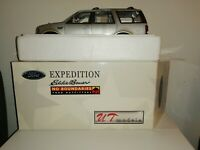 Ford Expedition. Eddie Bayer. No Boundaries Ford Outfitters Bnib. Mint.