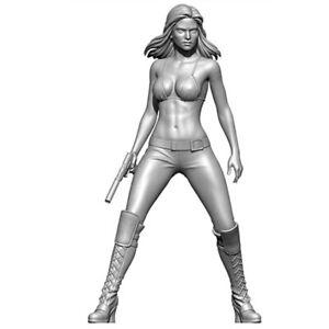 1/24 Resin Figure Model Kit Gunner Woman Action Fighter unpainted unassembled
