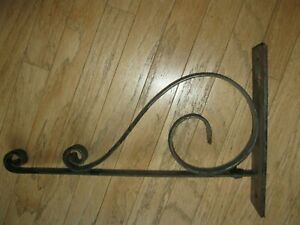 ANTIQUE  HAND FORGED IRON SCROLL SIGN HOLDER BRACKET