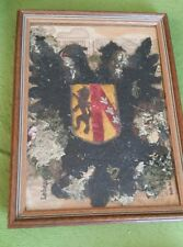 Teil einer alten Fahne im Rahmen