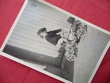 PHOTOGRAPHIE ANCIENNE ,enfant , fillette sur tricycle , vélo , photo 1940 1950